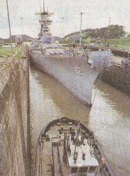 BB62 in the Panama Canal-10/99 (34k jpg)